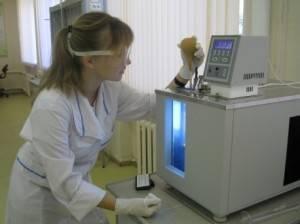 Проверка масла в лаборатории