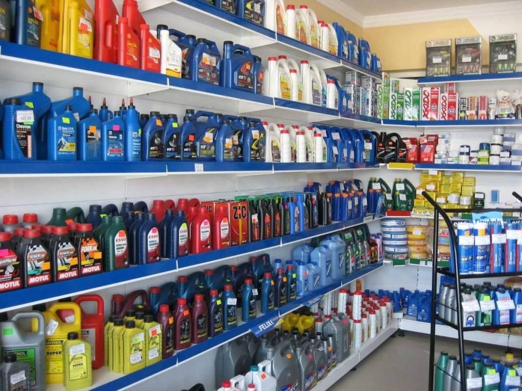 В магазине огромный выбор моторных смазок