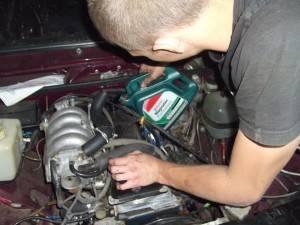 Процесс замены автомобильного масла