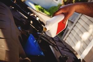 Полусинтетическое масло для двигателя