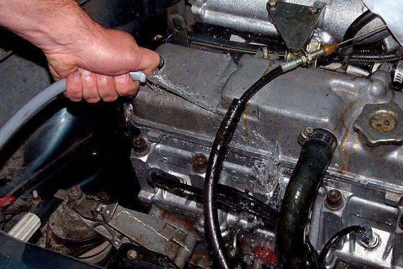 Мытье двигателя авто