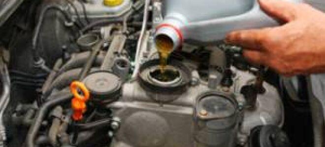 Почему темнеет  масло в двигателе?