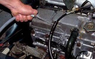 Чем и как лучше отмыть двигатель от масла?