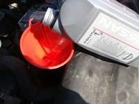 Как производится замена масла в двигателе Ниссан Ноут?